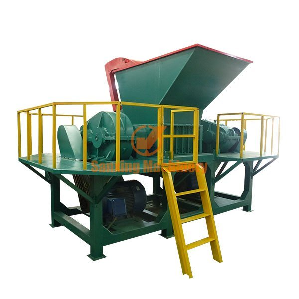 Waste materials shredder